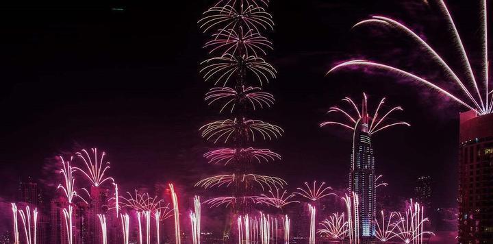 迪拜新年烟花表演点亮2018灿烂新体验