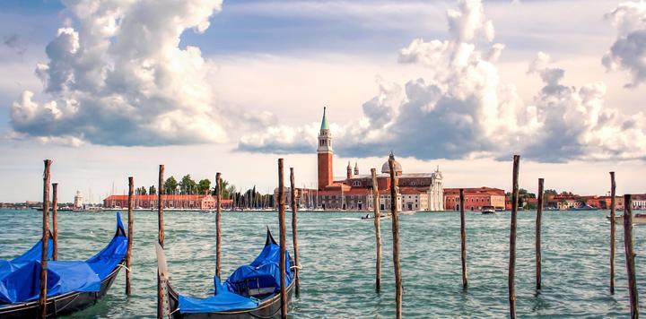 """威尼斯向游客征收""""进城税"""":不过夜游客最高每人10欧元"""