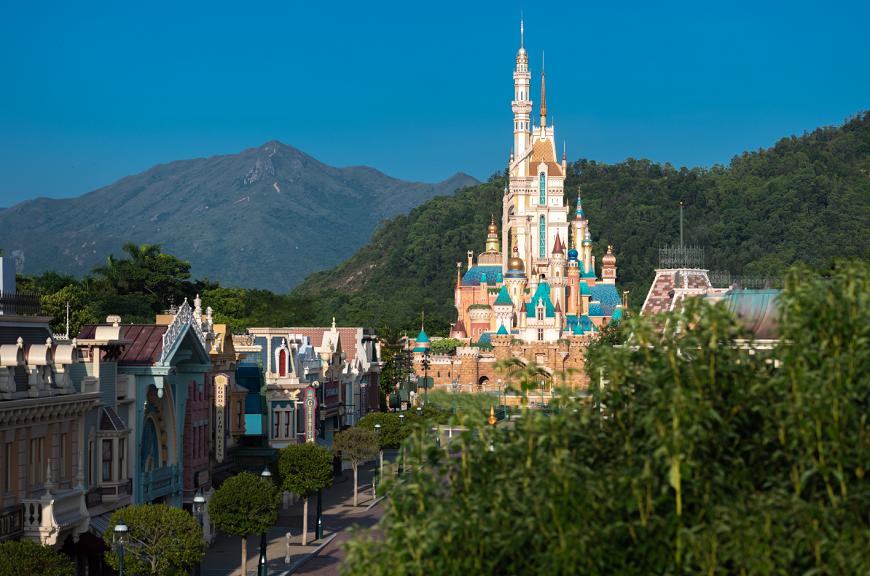 香港迪士尼乐园度假区庆祝奇妙15载