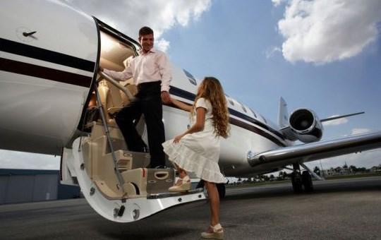 拟4.12亿美元现金收购A&K ,中弘股份涉足私人飞机旅游
