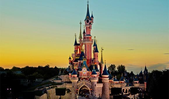 迪士尼主题公园业务上半财年营收100亿美元,上海迪士尼游客量及运营利润双双下降