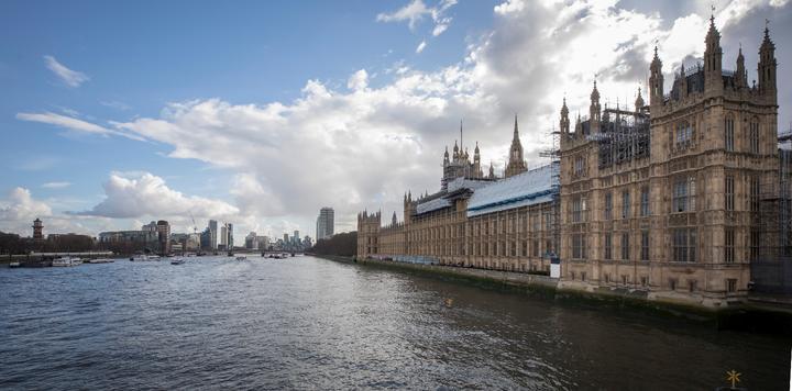 英国最大旅行社倒闭,60万游客被困,有人却因此大发横财