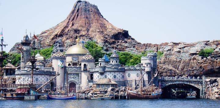 1552万!东京迪士尼上半财年游客量创历史新高,多措并举抗衡环球影城
