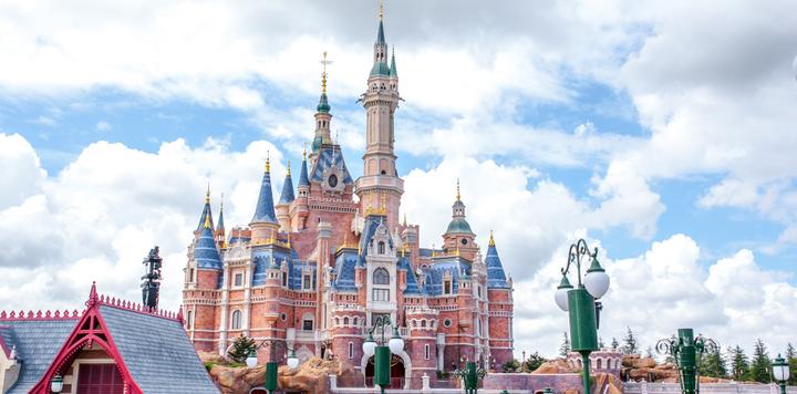 去年迪士尼游客超1.5亿人次,主题公园是怎样一门生意