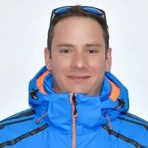 Freddie- 云顶滑雪学校校长