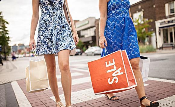 """中国游客成为购物主力,给世界经济送""""春风"""""""