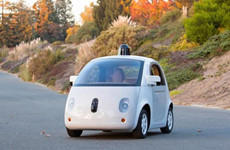 谷歌造出首台完整功能无人驾驶车 明年上路
