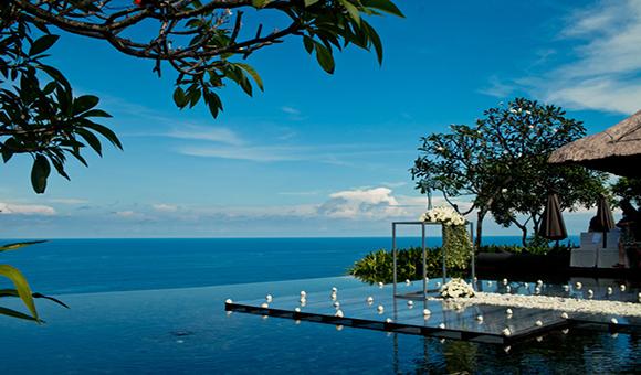 本次执惠旅游 采访到的创业型企业乐婚旅,创始人廖羽翎女士定位企业为打造境外一站式旅游度假平台。她表示,出境旅游市场存在擅自增加自费项目、降低住宿标准等现象;用 户体验感不佳,乐婚旅旗下已经开发了巴厘岛、香港、新加坡、马尔代夫、台湾、马来西亚,澳大利亚等目的地,分别延续了创始人的意愿,命名为乐巴厘、乐香 江、乐狮城等等,集团总部成立于杭州。  执 惠旅游调研发现,今年2月16日印尼《雅加达邮报》报道了印尼旅游协会巴厘岛分会秘书迪薇的发言:中国游客平均在巴厘岛度假停留时间为5天,去年巴厘岛 共接待中国游客58